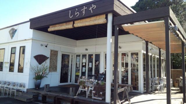 勘浜丸直営のお店「しらすや」