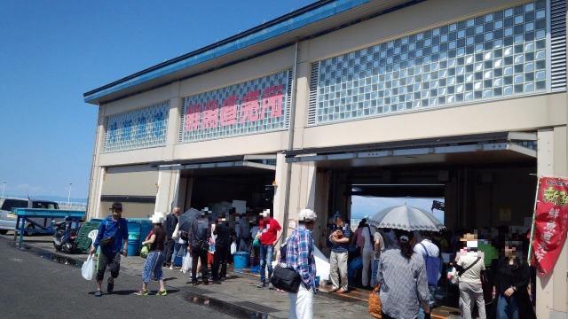 片瀬漁港の鮮魚直売所外観