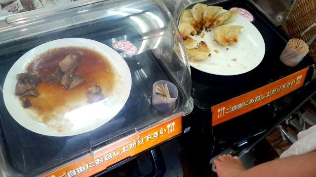 試食の焼豚と餃子